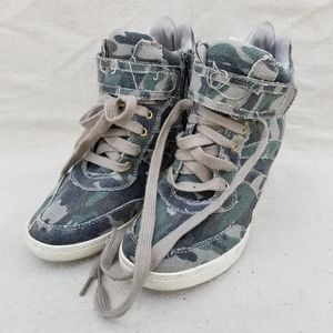 Shiekh olive cami wedge sneakers sz 7